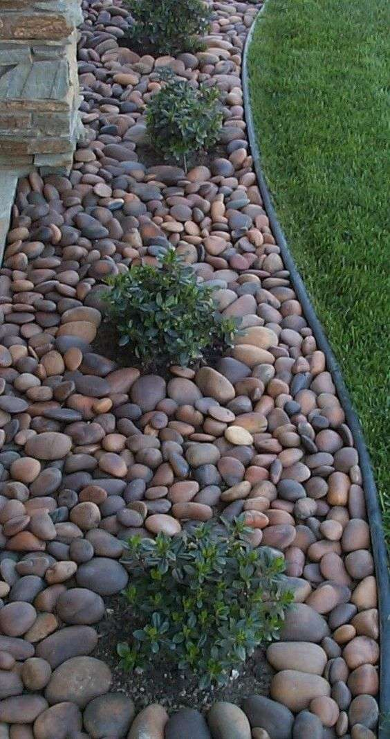 Come decorare un giardino moderno foto 15 37 design mag for Installing river rock landscaping