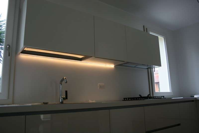 Emejing Striscia Led Sottopensile Cucina Gallery - Ideas & Design ...