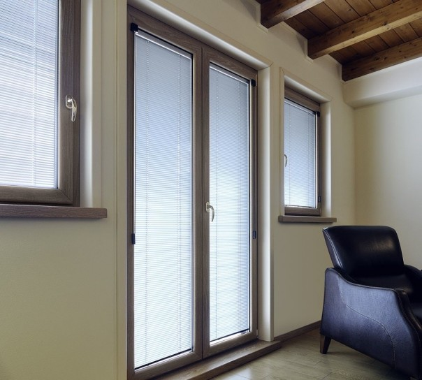 Finestre in pvc con veneziane integrate for Infissi in pvc leroy merlin