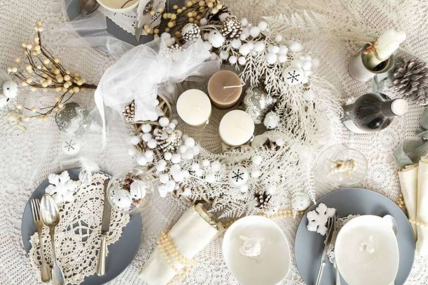Come decorare la tavola di natale in stile shabby chic design mag - Idee per decorare la tavola a natale ...