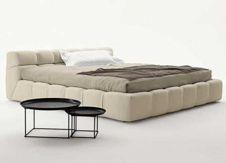 Letto Tufty Bed di Patricia Urquiola per B&B Italia