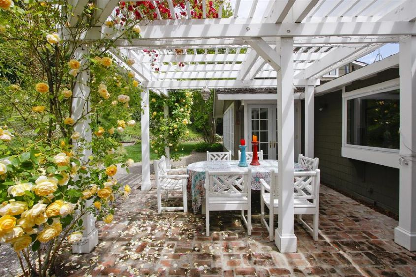 Pergola in stile country