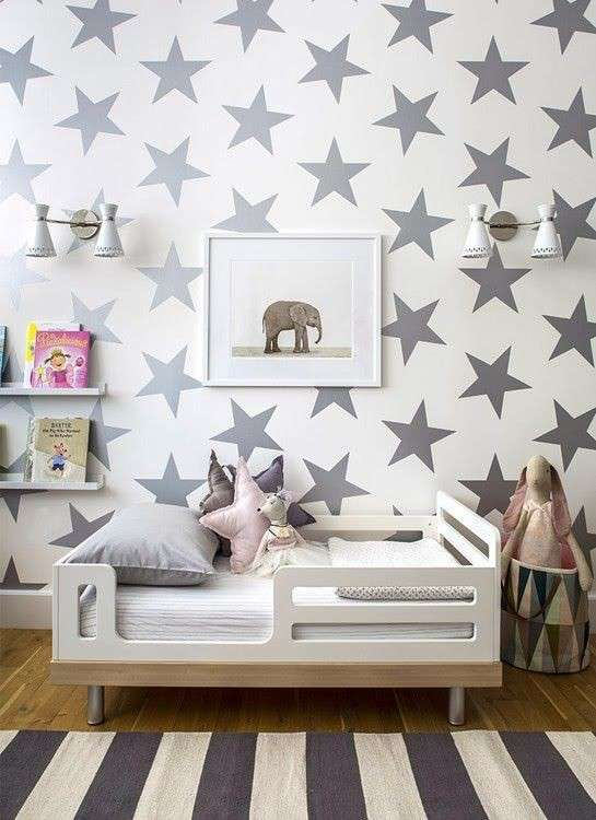 Parete con stelle decorative