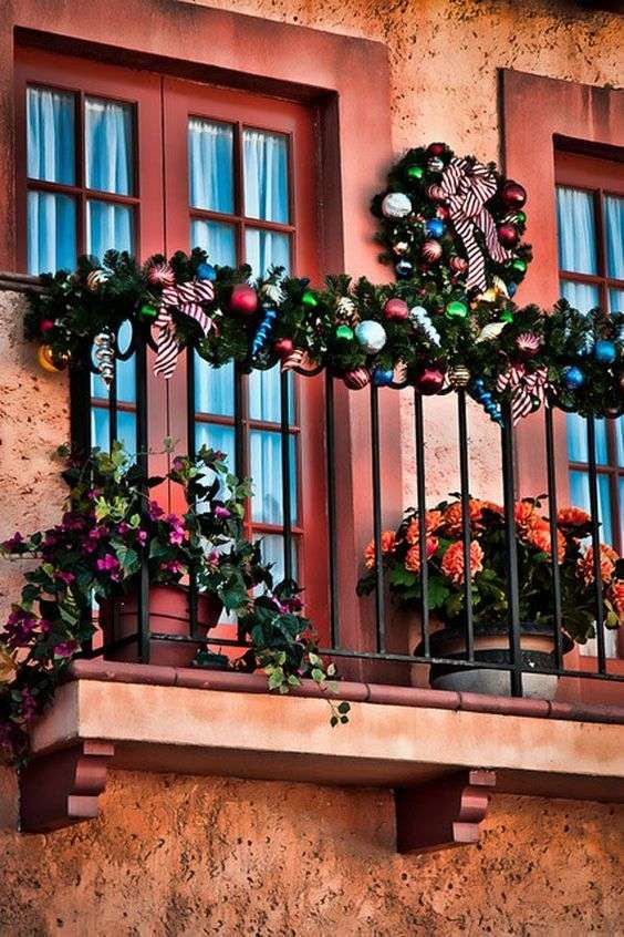 Balcone decorato per Natale
