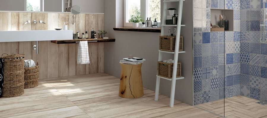 Piastrelle bagno decorate trendy idee per decorare le for Decorare piastrelle bagno