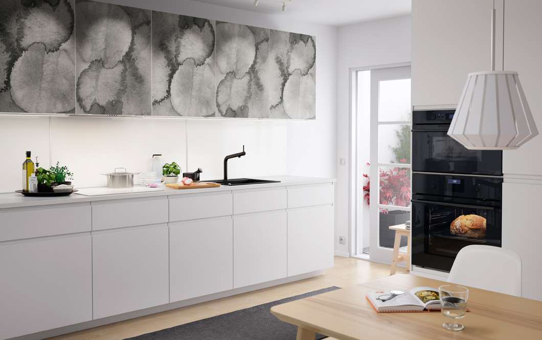 Cucina Ikea con ante decorate