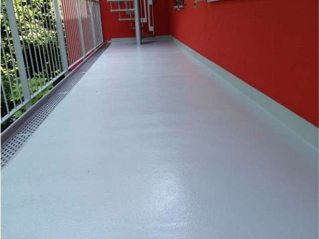 Resina colorata per pavimenti excellent pavimenti in resina costi