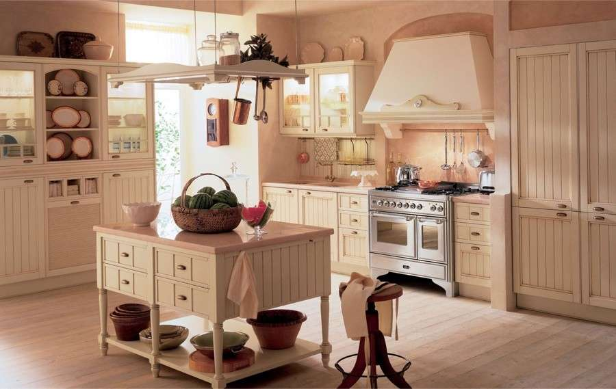 Cucina con isola in stile country