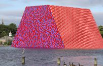 La London Mastaba di Christo nel Lake Serpentine di Londra