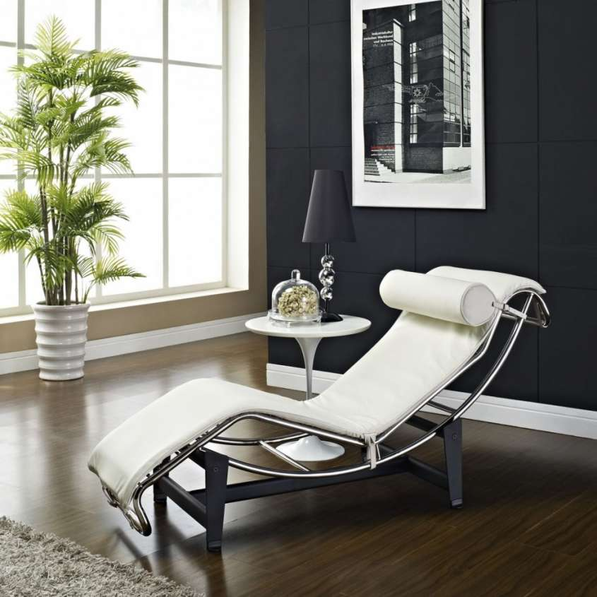 Chaise longue in pelle bianca