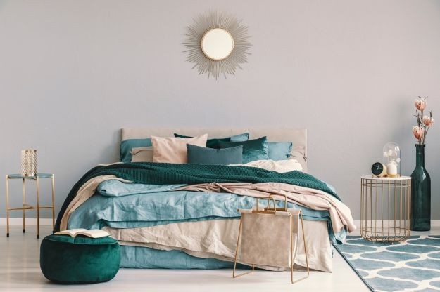 Blue,,Beige,And,Emerald,Green,Bedding,On,King,Size,Bed
