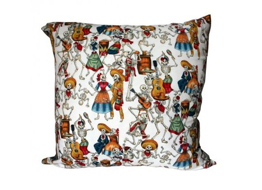 Dancing skeleton cushion di Amor y Locura
