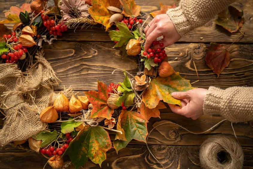 Making,Wreath,Autumn,Colorful,Leaves,And,Natural,Materials,On,Rustic
